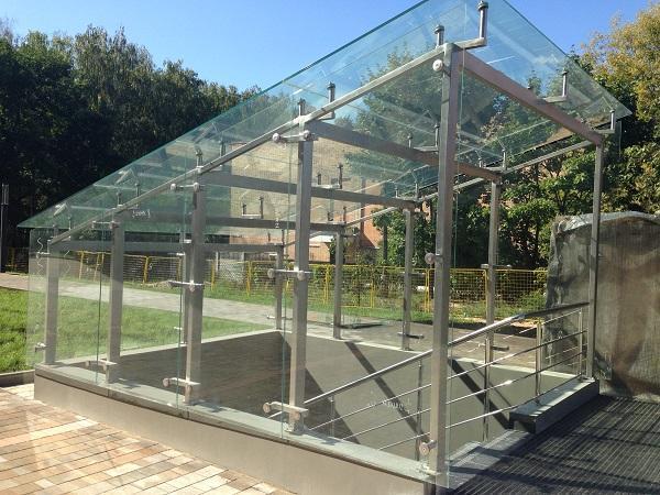 Навес из нержавеющей стали и стекла